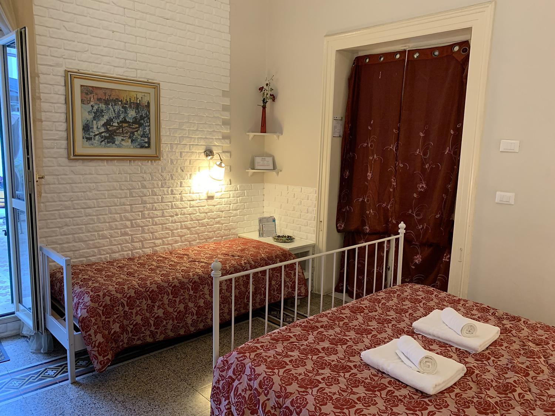 Camere Da Letto Taranto le camere: regina margherita - bed and breakfast a taranto